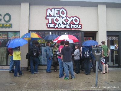 Outside Neo Tokyo just before it opened for FCBD